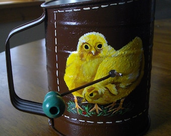 BABY CHICKS COLLECTIBLE Vintage Style Crank Sifter