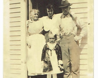 Antique Snapshot Photo of Women & Daughter With Grandparents