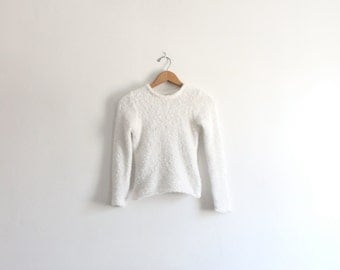 Fuzzy 90s White Cropped Sweater