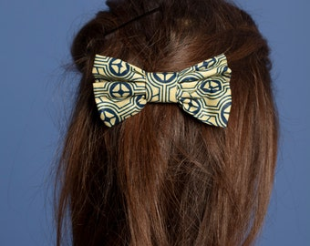 Geometric patterned hair bow