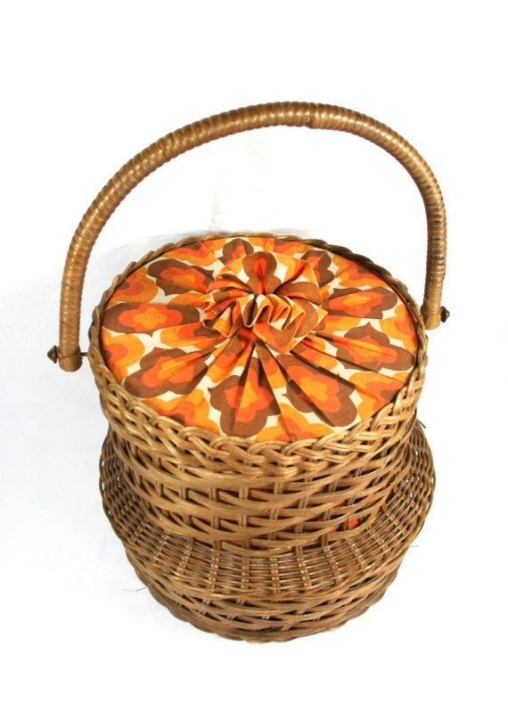 small wicker sewing basket with lid retro sewing box 70s. Black Bedroom Furniture Sets. Home Design Ideas