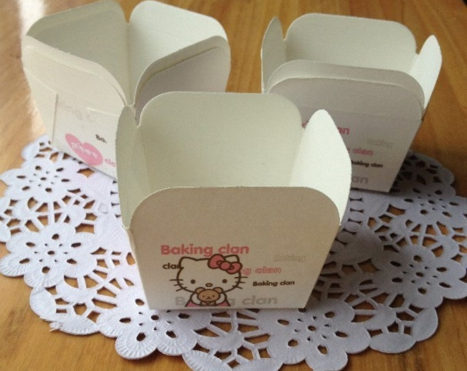 SALE Cupcake Baking Cups - Hello Kitty Square Muffin Cup (50 pcs) - Candy Favor Cup