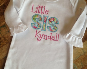 Little Sis applique ruffle sleeve infant gown
