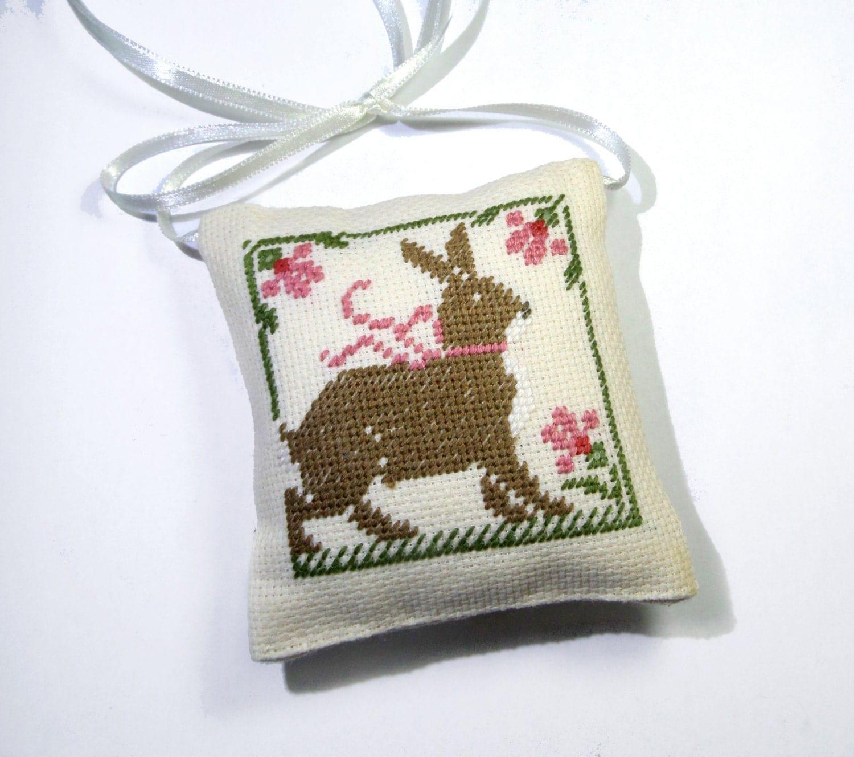 Primitive bunny rabbit easter decor primitive decor easter for Rabbit decorations home