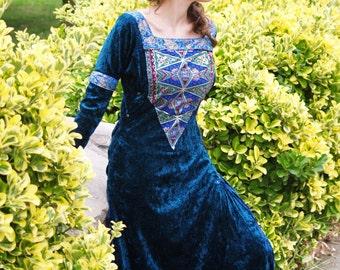 Mediaeval velvet dress, medieval velvet dress with removable sleeves