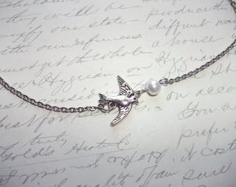 Bird charm necklace with pearl