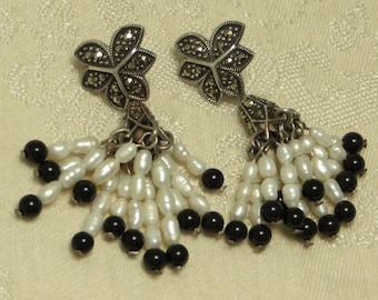 Pretty vintage retro Deco style sterling silver marcasite pearl onyx dangling dangle tassel chandelier post earrings