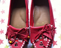Vintage 80's Red THUNDERBIRD Beaded Moccasins 6M
