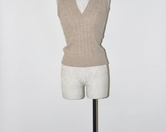 70s beige cable knit vest / 1970s oatmeal cropped vest / sleeveless wool sweater