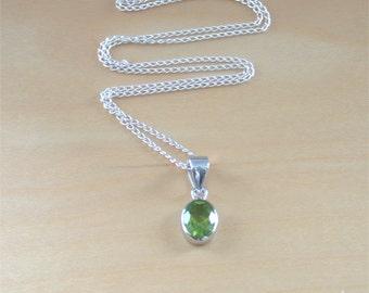 """925 Silver Peridot Pendant & 18"""" Chain/Peridot Necklace/August Birthstone/Peridot Jewellery/Peridot Jewelry/Peridot Jewelery/Silver Necklace"""