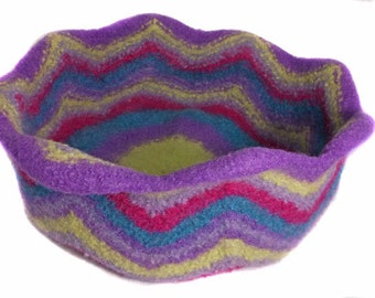 Multicoloured felted cat bed 100% pure wool