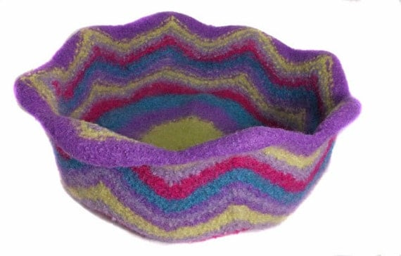 Multicoloured felted cat bed 100 pure wool by clasicats - Felted wool cat bed pattern ...
