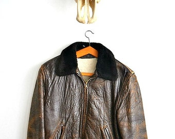 Vintage 70s distressed leather jacket with fur collar and soft leather - Free Shipping Everywhere