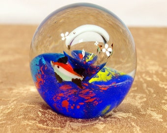 paper weight, art glass, aquarium, fish, round, dichroic, collectable