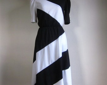 Vintage 80s New Wave Black and White Geometric Dress Mid-Length Short Sleeve