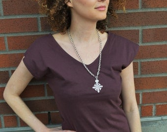 Organic cotton V-tee with front and back V neck - plain organic cotton t-shirt - the perfect layer!