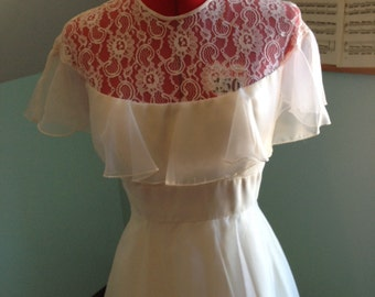 Fluttering Ruffles Vintage Wedding Gown with Lace