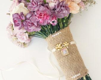 Gold bouquet locket, Bouquet photo charm, Wedding bouquet accessory, Gold bouquet charm, Bridal accessory, Remembrance, Bridal shower gift