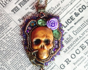 Skull pendant Old Gold and Lilac