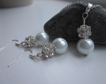 Pearl jewellery bridesmaid gift, Pearl gift set, wedding gift set, pearl earrings, jewellery UK