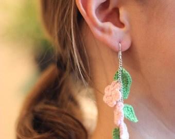 Earrings flowers and chrocheted Mercerized cotton sheets