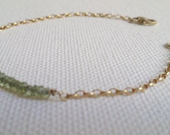 Peridot and gold chain bracelet. Gold filled bracelet. Gemstone bracelet. Green bracelet. Handmade jewellery