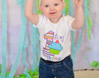 First Birthday Cupcake Shirt or Bodysuit! First birthday outfit, birthday pictures, 1st birthday, baby girl birthday, monogramed