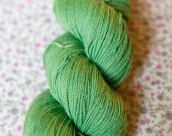 "100% handdyed merino wool in the color ""sallad"""