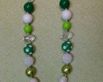 Circle Clover Bubblegum Necklace-Green & White