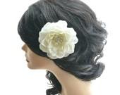 Wedding hair flower, Ivory flower hair clip, Wedding flower hair fascinator, bridal hair accessory, ivory hair piece