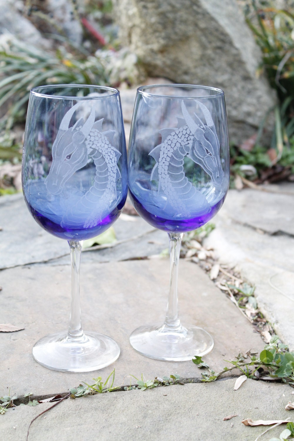 personalized blue dragon wine glass set elegant gift ideas. Black Bedroom Furniture Sets. Home Design Ideas