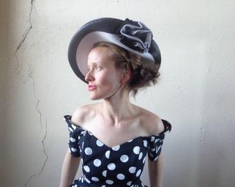 wide brim tilt hat/ chin strap/ black & white/ rose