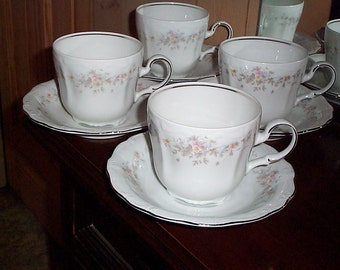 Johann Haviland Floral Splendor China 4 Cups & 4 Saucers made in Bavaria Germany