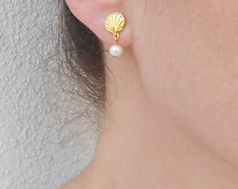 Summer SALE - Gold shell earrings, Beach inspired jewelry, Gold pearl earrings