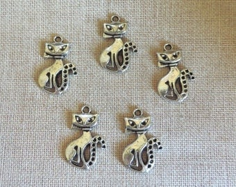 Siamese Cat Charms x 5.  Extra Large. Antique Silver Style. UK Seller