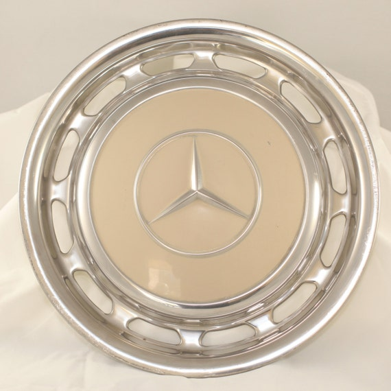 Vintage mercedes benz hub caps for Mercedes benz hubcaps