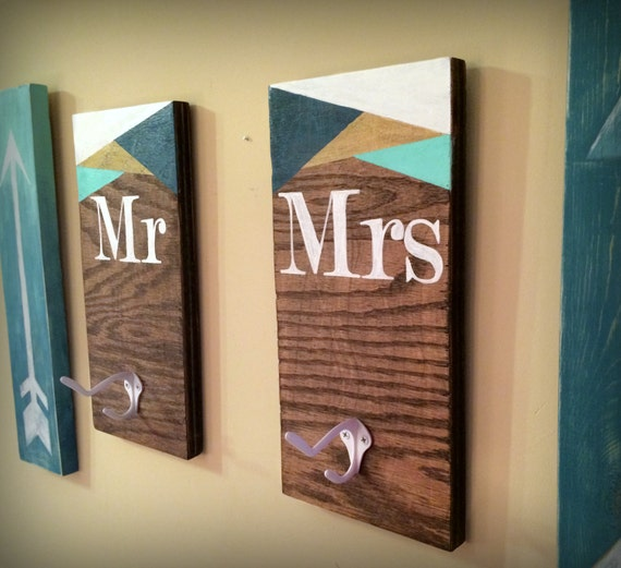 Mr and mrs rustic wooden bath robe and towel hook set his and for Mr and mrs spa