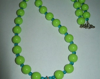 Chunky light green necklace with green pendant, green necklace, green beads, chunky necklace, chunky green necklace