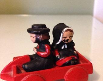 Vintage Cast Iron Amish children w/wagon