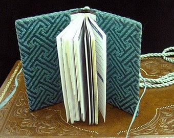 Green Damask Girdle Address Prayer Book - Renaissance Dress Accessory