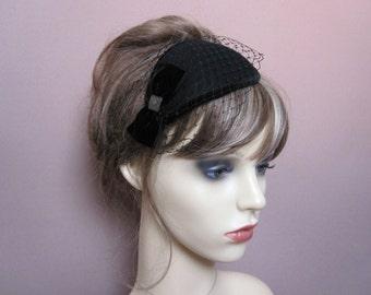 Black pillbox fascinator wool felt teardrop small hat with veil 1940s 1950s retro occasion wear wedding funeral headpiece formal veiled hat