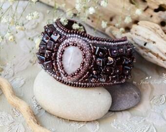 Bead embroidered pink quartz bracelet. Gemstones bracelet. Bead embroidery bracelet.