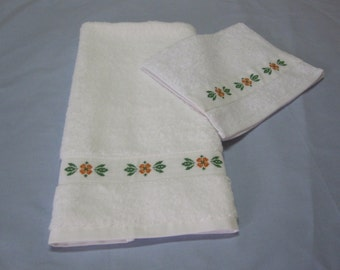 Set of hand and face towels, with flower cross stitch pattern