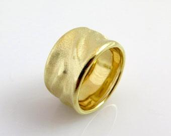 Textured wedding band, 14k gold band, Gold wedding band, Wavy ring, Raw gold ring, Matte gold ring, Wide wedding band, Rustic Gold ring
