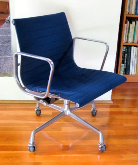 Vintage eames aluminum group management chair herman miller for Herman miller eames aluminum group management chair