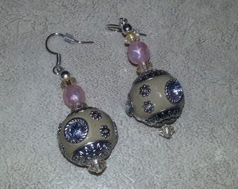 Taj Mahal inspired earrings.