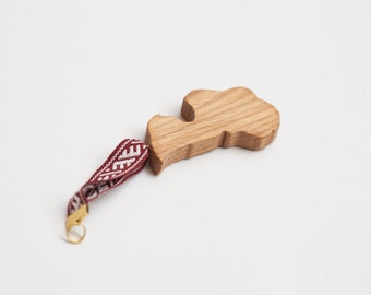 "Latvia souvenir from oak wood – ""mana Latvija"""