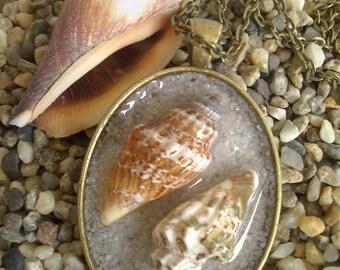 Real sea shells, vintage oval pendant,  sea necklace, beach necklace, beach pendant, shell necklace, beach wedding,ice resin