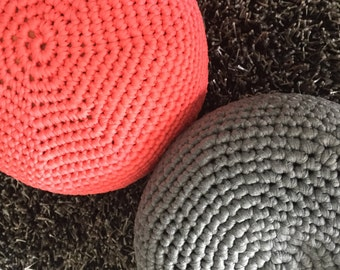 Rectangle puf crochet gris coj n de suelo por geometrikdesign - Cojin cuadrado suelo ...