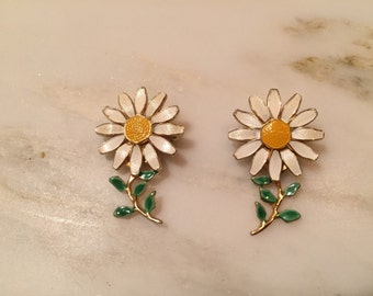 Vintage pair of enameled daisy pins